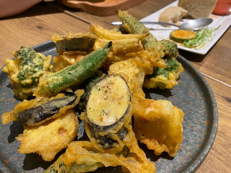 台北信義區必吃義式(全)素食推薦 | 義式草蔬宴義式蔬食餐廳/素食。放鬆舒適無用餐時限空間 @林飛比。玩美誌