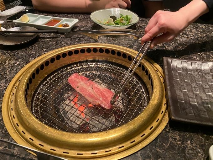 台北美食燒肉餐廳推薦 | 信義新光A9。老乾杯,肉質真的入口即化 Yummy~ @林飛比。玩美誌