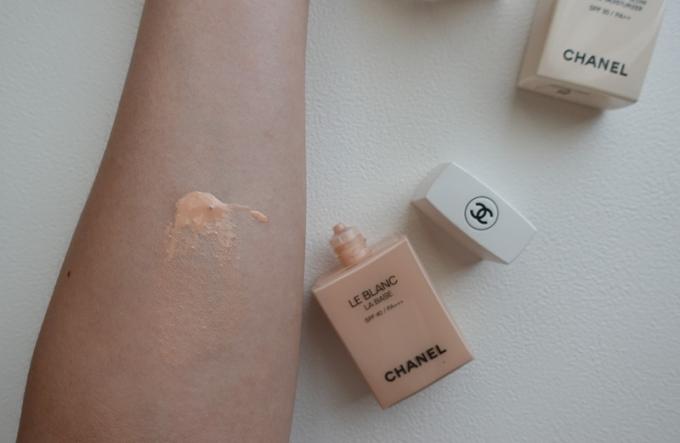 專櫃粉底推薦 | CHANEL香奈兒。時尚裸光系列:粉底精華/保濕美肌乳,質感裸妝選擇 @林飛比。玩美誌