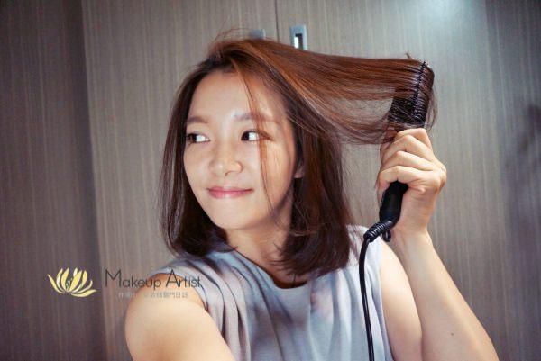 髮型工具推薦 | 中長髮適用 MerryMoon。八排式電熱造型梳,會梳頭髮就能整理 @林飛比。玩美誌