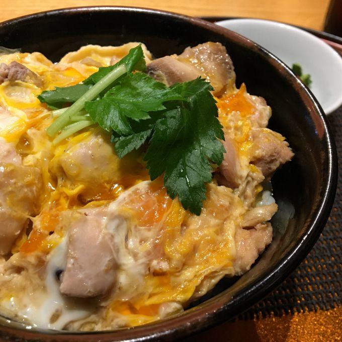 日本遊學體驗 | 東京車站炭烤親子丼、表參道甜點 @林飛比。玩美誌