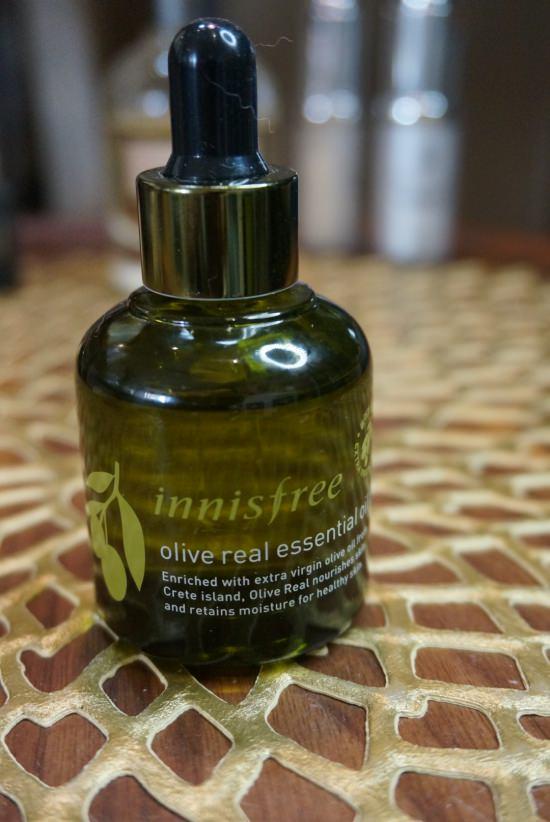 韓國保養推薦 | innisfree。橄欖真萃保溼精華油,妝前保濕、按摩好幫手 @林飛比。玩美誌