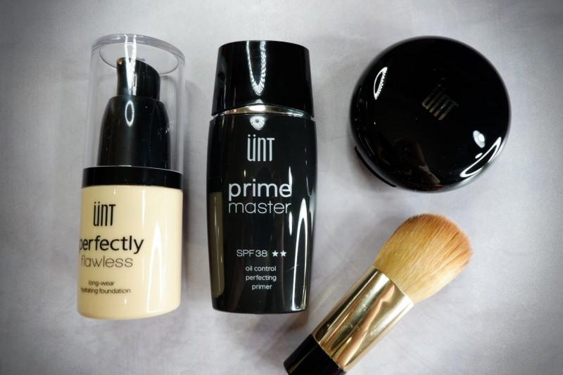 底妝|夏日零油光完美無瑕肌。ÜNT 完美持久控油底妝系列-飾底乳/粉底液/蜜粉 @林飛比。玩美誌
